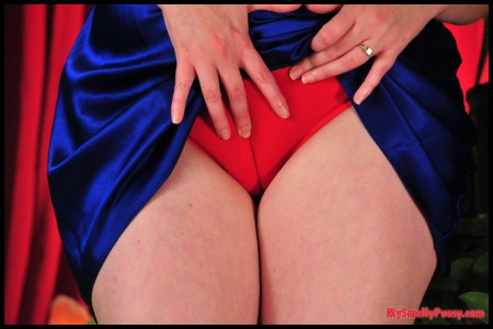 tight red panty cameltoe